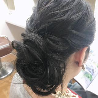 ヘアアレンジ バレッタ 結婚式 ナチュラル ヘアスタイルや髪型の写真・画像