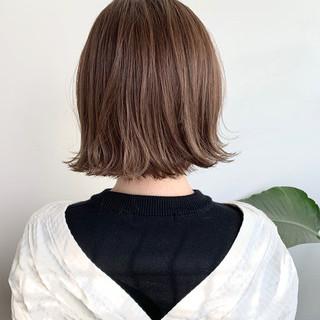 ナチュラルベージュ アッシュベージュ ボブ 切りっぱなしボブ ヘアスタイルや髪型の写真・画像