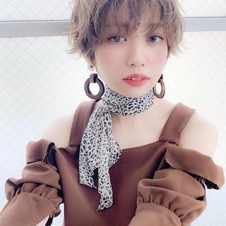 デート ショート 春ヘア グレージュ ヘアスタイルや髪型の写真・画像
