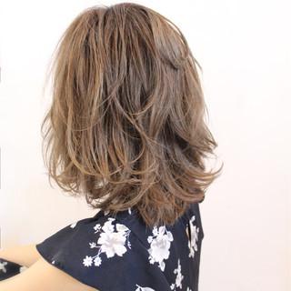 外国人風 ゆるふわ ミディアム フェミニン ヘアスタイルや髪型の写真・画像