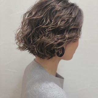 ボブ ハイライト グレージュ ガーリー ヘアスタイルや髪型の写真・画像