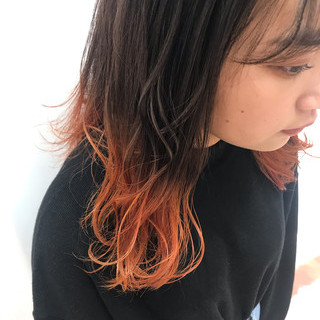 セミロング インナーカラーオレンジ グラデーション オレンジカラー ヘアスタイルや髪型の写真・画像