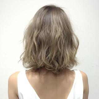 フェミニン ミルクティーベージュ ガーリー ミディアム ヘアスタイルや髪型の写真・画像