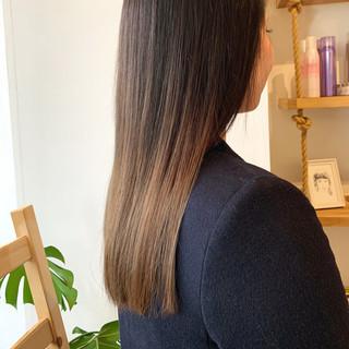 ロング ヌーディベージュ ナチュラル 艶髪 ヘアスタイルや髪型の写真・画像
