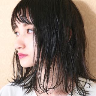 グレー 黒髪 ナチュラル 外ハネ ヘアスタイルや髪型の写真・画像 ヘアスタイルや髪型の写真・画像