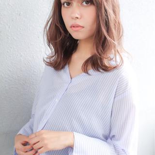 小顔 大人女子 ウェーブ アンニュイ ヘアスタイルや髪型の写真・画像