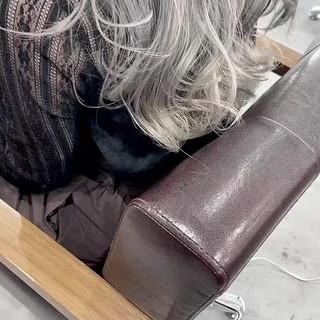 ミルクティーグレージュ ナチュラル バレイヤージュ ホワイトグレージュ ヘアスタイルや髪型の写真・画像
