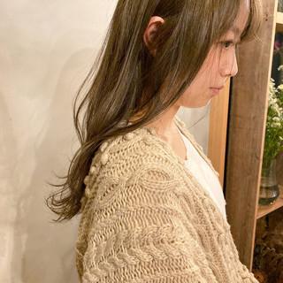 カーキ セミロング 地毛風カラー くすみカラー ヘアスタイルや髪型の写真・画像