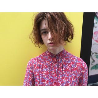 梅雨 雨の日 波ウェーブ アンニュイ ヘアスタイルや髪型の写真・画像