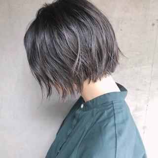 ショートヘア ミルクティーグレージュ グレージュ ナチュラル ヘアスタイルや髪型の写真・画像