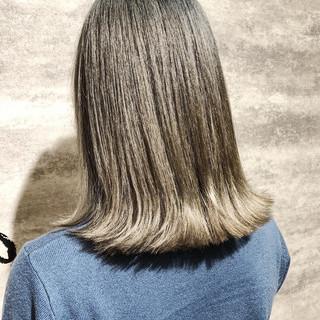 デート ダメージレス アディクシーカラー シルバーグレイ ヘアスタイルや髪型の写真・画像