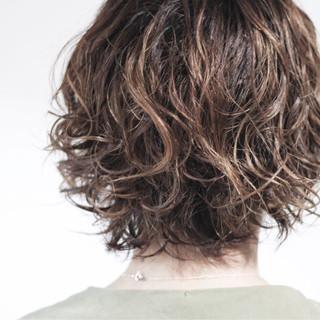 ナチュラル メンズパーマ ショート ゆるふわパーマ ヘアスタイルや髪型の写真・画像