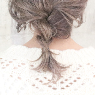 アンニュイほつれヘア 簡単ヘアアレンジ ミルクティーベージュ ヘアアレンジ ヘアスタイルや髪型の写真・画像