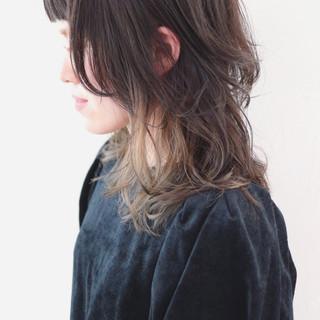 セミロング インナーカラー ウルフカット ストリート ヘアスタイルや髪型の写真・画像