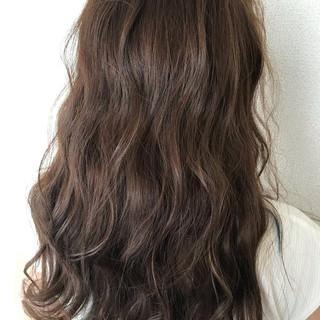 フェミニン ロング インナーカラー 大人ハイライト ヘアスタイルや髪型の写真・画像