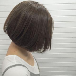 ボブ 上品 グレージュ ハイライト ヘアスタイルや髪型の写真・画像