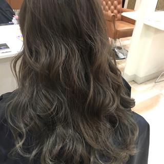 アッシュ ロング ナチュラル ハイライト ヘアスタイルや髪型の写真・画像