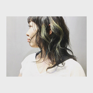 ミディアム グレーアッシュ オリーブアッシュ 前髪あり ヘアスタイルや髪型の写真・画像