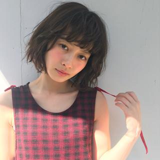 ミディアム デート ガーリー パーマ ヘアスタイルや髪型の写真・画像