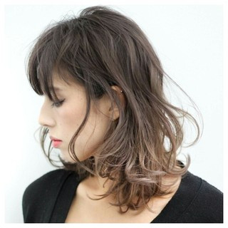 暗髪 グラデーションカラー 大人かわいい ストリート ヘアスタイルや髪型の写真・画像
