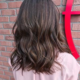 バレイヤージュ グラデーションカラー ナチュラル ミディアム ヘアスタイルや髪型の写真・画像