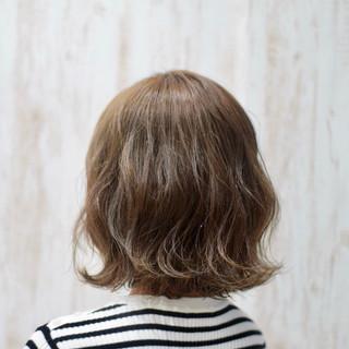 オリーブアッシュ ナチュラル アッシュグレー グレーアッシュ ヘアスタイルや髪型の写真・画像