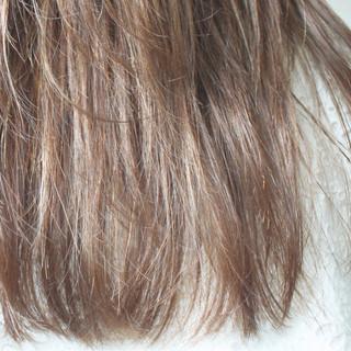 ミルクティーベージュ ナチュラル ロング ベージュ ヘアスタイルや髪型の写真・画像