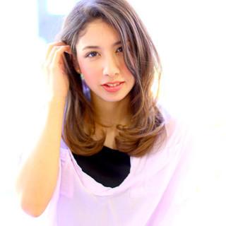 セミロング レイヤーカット 大人かわいい 愛され ヘアスタイルや髪型の写真・画像