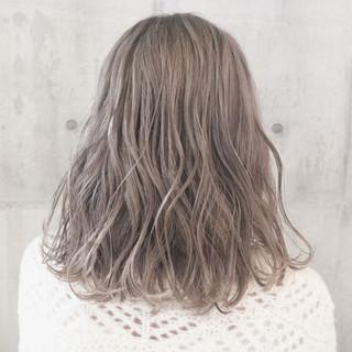 ミディアム ミルクティーベージュ シアーベージュ アンニュイほつれヘア ヘアスタイルや髪型の写真・画像 ヘアスタイルや髪型の写真・画像