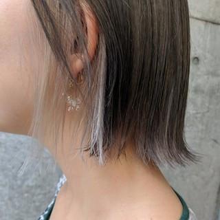 ホワイトカラー インナーカラー 切りっぱなしボブ ボブ ヘアスタイルや髪型の写真・画像
