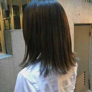 ナチュラル ブルーアッシュ ミディアム ブルージュ ヘアスタイルや髪型の写真・画像