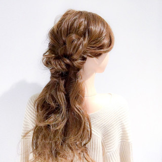 簡単ヘアアレンジ ロング ねじり フェミニン ヘアスタイルや髪型の写真・画像