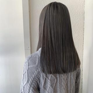 アッシュグレージュ ブリーチ ロング ラベンダーグレージュ ヘアスタイルや髪型の写真・画像