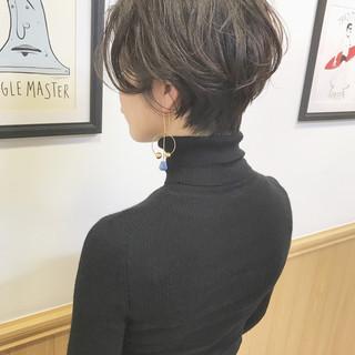 ナチュラル オフィス ショート アンニュイ ヘアスタイルや髪型の写真・画像