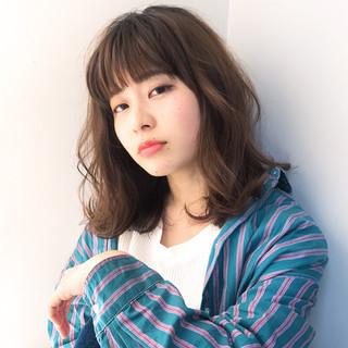 レイヤーカット ナチュラル 前髪あり 大人女子 ヘアスタイルや髪型の写真・画像
