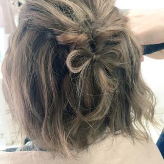 ねじり ヘアアレンジ ショート ハーフアップ ヘアスタイルや髪型の写真・画像