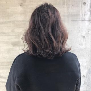 ロブ ナチュラル ミディアム グレー ヘアスタイルや髪型の写真・画像
