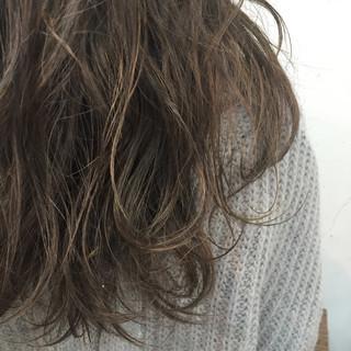 アッシュベージュ 外国人風カラー ロング グレージュ ヘアスタイルや髪型の写真・画像