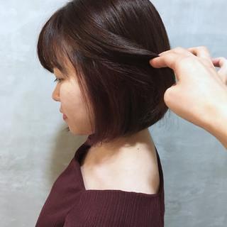 ピンク インナーカラー 前下がりボブ ピンクパープル ヘアスタイルや髪型の写真・画像