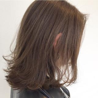 アッシュ 外ハネ ナチュラル 抜け感 ヘアスタイルや髪型の写真・画像