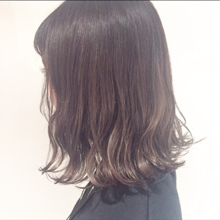 外国人風 前髪あり 暗髪 アッシュ ヘアスタイルや髪型の写真・画像