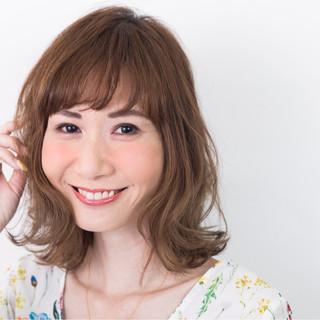 ミディアム リラックス 外ハネ 秋 ヘアスタイルや髪型の写真・画像