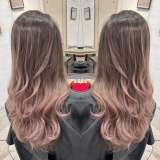 ピンクベージュ ナチュラル ミルクティーベージュ ハイライト ヘアスタイルや髪型の写真・画像