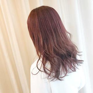 ピンクバイオレット ラベンダーピンク セミロング ナチュラル ヘアスタイルや髪型の写真・画像