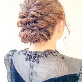 編み込みヘア シニヨン ヘアアレンジ 簡単ヘアアレンジ ヘアスタイルや髪型の写真・画像
