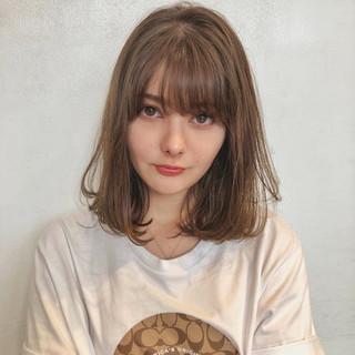 ミディアム ロブ 可愛い ミルクティーベージュ ヘアスタイルや髪型の写真・画像