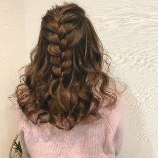 編み込みヘア セミロング フェミニン ハーフアップ ヘアスタイルや髪型の写真・画像