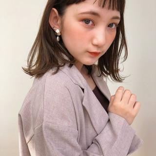 フェミニン 鎖骨ミディアム 外ハネ ワンカールスタイリング ヘアスタイルや髪型の写真・画像