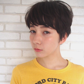 アッシュ ナチュラル フェミニン ショート ヘアスタイルや髪型の写真・画像