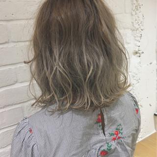 フェミニン 外国人風カラー 外国人風 アッシュグレージュ ヘアスタイルや髪型の写真・画像